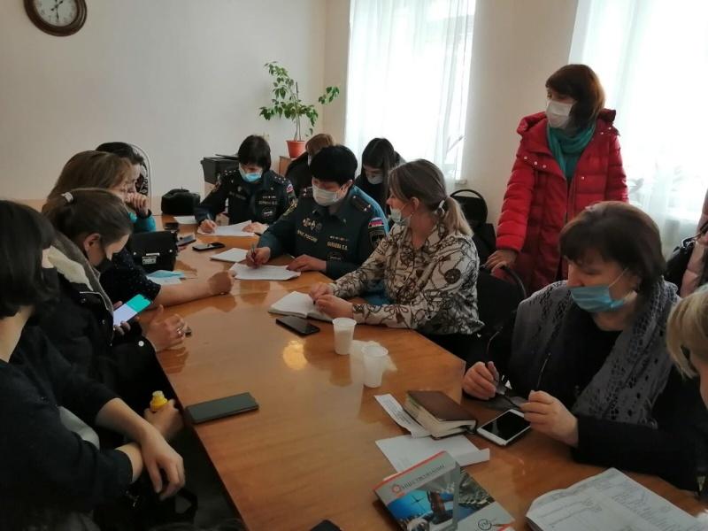 Психологи Главного управления МЧС России по Ульяновской области оказывают помощь родственникам погибших при ДТП в Самарской области